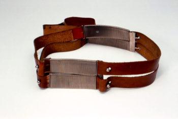 cintura in cuoio e metallo